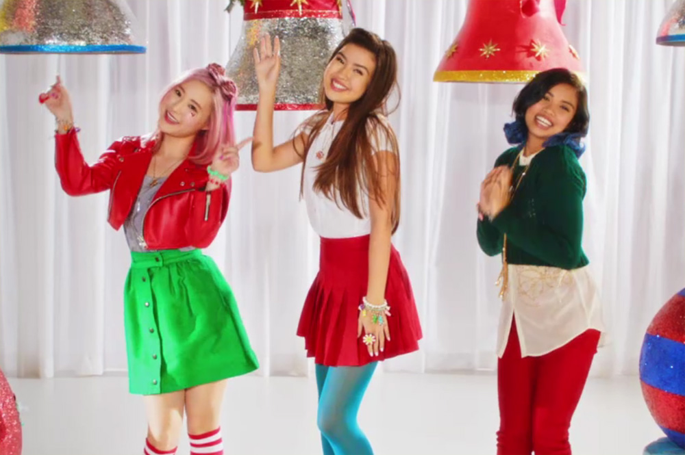 Make It Pop S Xo Iq Debut Holiday Music Video Watch Here