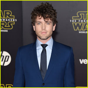 Taylor Swift's Brother Austin Attends the 'Star Wars: The Force Awakens' Premiere!