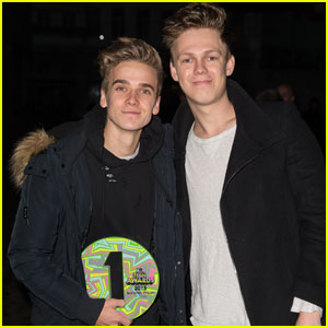 Casper Lee Reveals What Happened When He Went Phoneless for a Week!