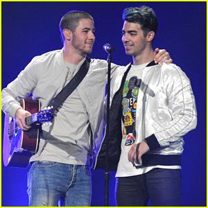 Nick Jonas & Joe Jonas Perform Together At Tampa's Jingle Ball 2015!