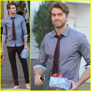 Pierson Fode Walks Barefoot While Christmas Shopping at The Grove!