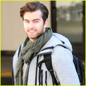 Pierson Fode Surprises Family By Flying Home For Thanksgiving