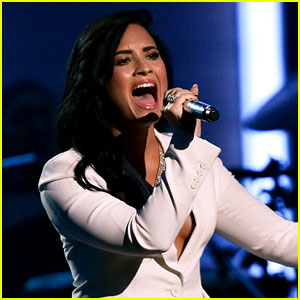 Demi Lovato Belts Out Lionel Richie's 'Hello' at Grammys 2016! (Video)