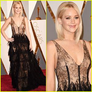 Jennifer Lawrence Stuns on Oscars 2016 Red Carpet