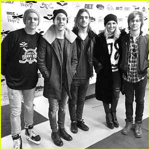 R5 To Play Echoes For Hope Hockey Game In Los Angeles; Get Details About How To Meet Them!