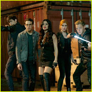 Tensions Rise Between Alec & Clary on Tonight's 'Shadowhunters'
