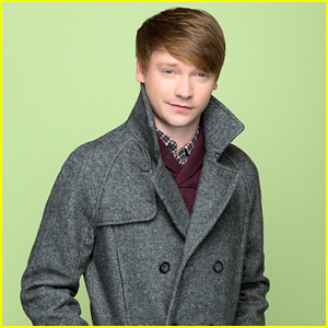 Calum Worthy To Guest Star on Disney Channel's 'Bizaardvark'