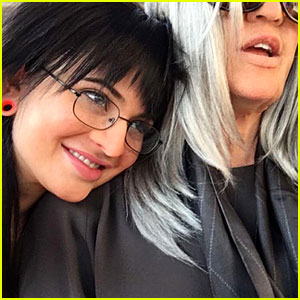 Kylie Jenner Dresses as Stalker Sarah While Going Undercover in Snapchat Story!