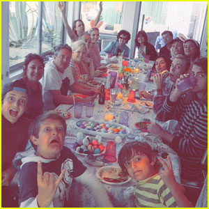 R5 Celebrates Easter With the Whole Family!