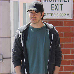 Legends of Tomorrow's Brandon Routh Enjoys Day Off in L.A.