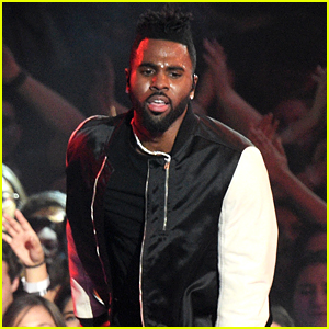 Jason Derulo Sings 'If It Ain't Love' at iHeartRadio Music Awards 2016! (Video)