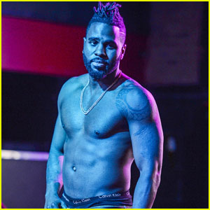 Jason Derulo Rips His Shirt Off During Florida Concert