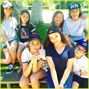 Jenna Ortega & 'Stuck In The Middle' Family Celebrate Season One With Wrap Party Picnic