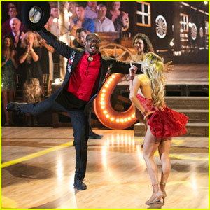 Von Miller Jives it Up on 'DWTS' With Switch-Up Partner Lindsay Arnold