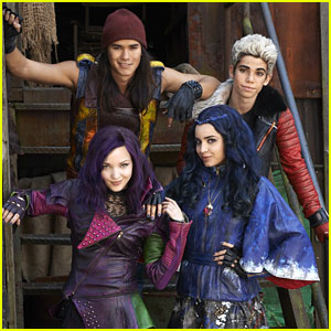 Kenny Ortega Announces 'Descendants 2' Starts Filming This Summer!