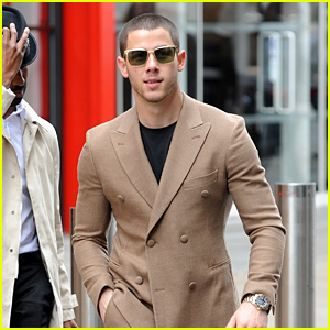 Nick Jonas Pranks Strangers by Getting 'Too Close' - Watch!