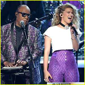 Tori Kelly Sings Prince Tribute with Stevie Wonder at BET Awards 2016 (Video)