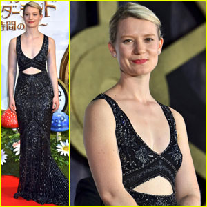 Mia Wasikowska Stuns at 'Alice Through the Looking Glass' Japan Premiere