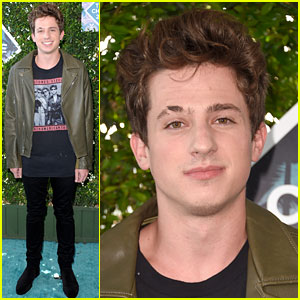 Charlie Puth Is Ready to Rock at Teen Choice Awards 2016!
