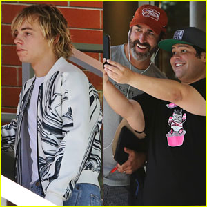Ross Lynch & Harvey Guillen Pick Up Pizza After Filming 'Status Update'