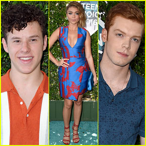Sarah Hyland & Nolan Gould Rep 'Modern Family' At Teen Choice Awards 2016!