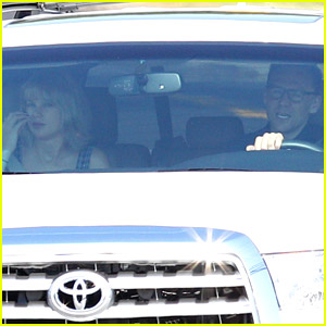Taylor Swift Flies Out of Rhode Island with Boyfriend Tom Hiddleston After July 4th Weekend