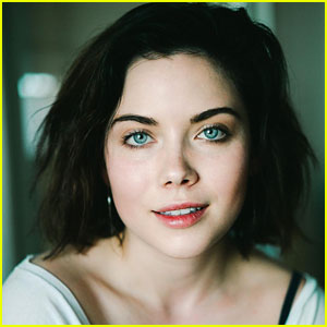 Grace Phipps Reveals Dating Abuse On Instagram After Popping Eye Vessel