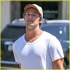 Patrick Schwarzenegger Stocks Up on Healthy Snacks!