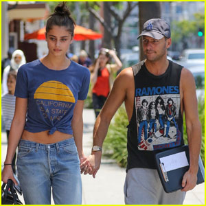 Taylor Hill Heads Back to LA After 'Victoria's Secret' Shoot in Paris