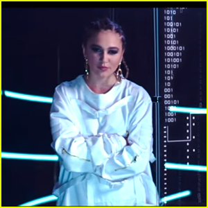 Daya Drops Glass-Shattering 'Sit Still Look Pretty' Music Video ...