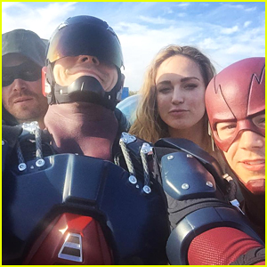 Grant Gustin, Brandon Routh & More Share Crossover Episode Filming Pics