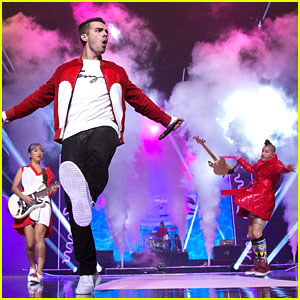 DNCE Performs 'Body Moves' at BBC Radio 1 Teen Awards!