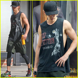 Austin Butler's Biceps Are Totally Impressive!