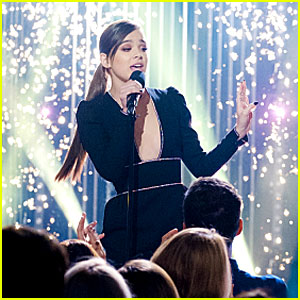 Watch Hailee Steinfeld Sing the First Line of 'Firework' Over & Over!