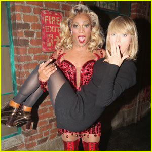 Taylor Swift Spends Thanksgiving Eve on Broadway!