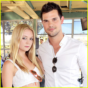 VIDEO: 'Scream Queens' Co-Stars Taylor Lautner & Billie Lourd Make Out at Cast Party!