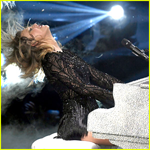 Taylor Swift Sang 'All Too Well' Live Again & We Can't Deal - Watch Video!