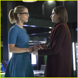 Felicity & Thea Work Together On Tonight's 'Arrow'