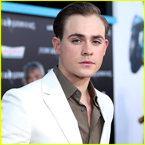 Dacre Montgomery earned a  million dollar salary - leaving the net worth at 1 million in 2018