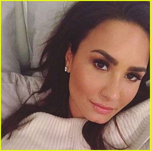 Demi Lovato's Makeup-Free Selfie is Stunning! (Pic Inside)