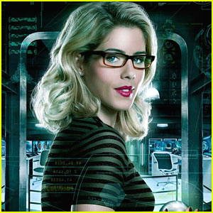 Felicity Could Meet Vigilante Before Everyone Else on 'Arrow'