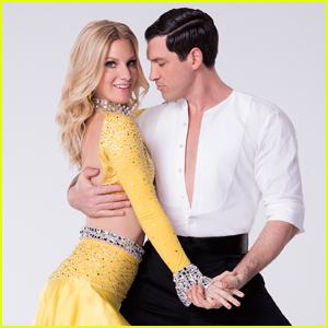 Maksim Chmerkovskiy Needs Surgery For 'DWTS' Injury, Peta Murgatroyd Confirms