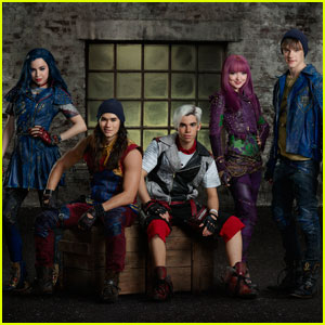 Watch the 'Descendants 2' Cast Announce the Premiere Date!