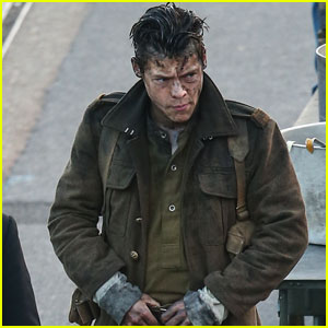 Harry Styles On His Short Dunkirk Haircut It S Very Breezy Harry Styles Movies Just Jared Jr