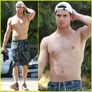 Robbie Amell Shows Off His Abs on Afternoon Hike