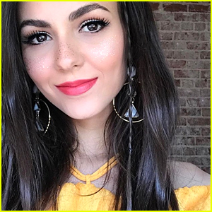 Victoria Justice's Glitter Freckles For Coachella Are Super Easy To Get!