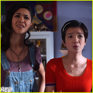 Andi Catches Dad Bowie Doing Something He Shouldn't In Exclusive 'Andi Mack' Clip