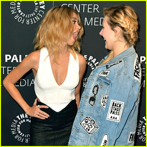 Sarah Hyland & Abigail Breslin Have a Moment at 'Dirty Dancing' Premiere