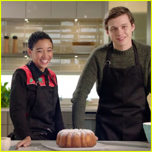 Amandla Stenberg & Nick Robinson Bake the 'Everything, Everything' Bundt Cake - Watch Now!