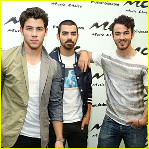 Kevin & Nick Jonas Head To Lunch in NYC, Without Bday Boy Joe